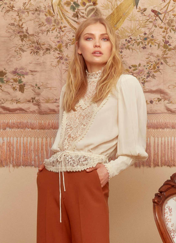 Elegant Lace Vintage Blouse