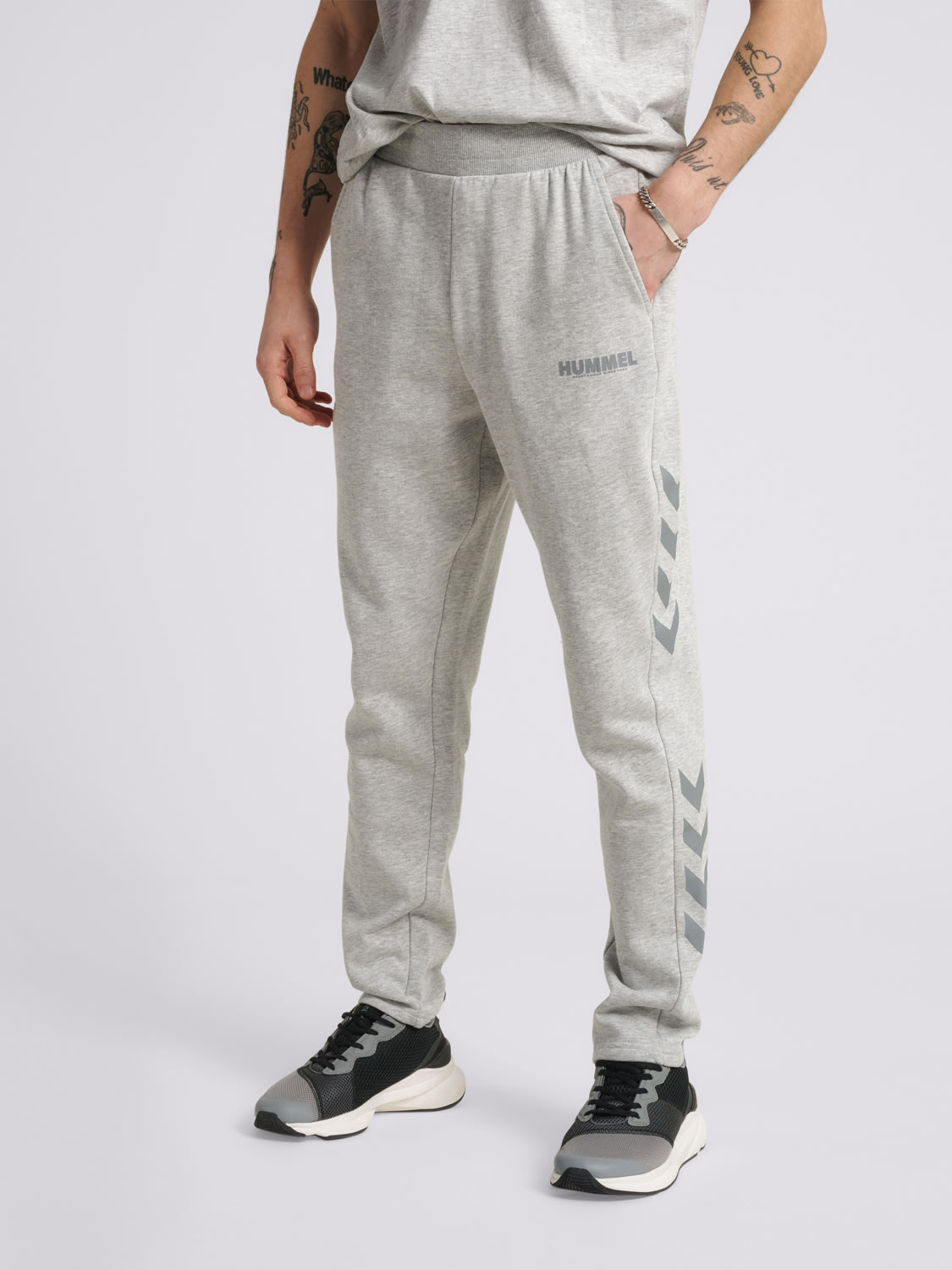 Hummel  hmlLEGACY TAPERED PANTS