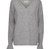 Minus Marion lysgrå angora genser, V-hals og volang på erm