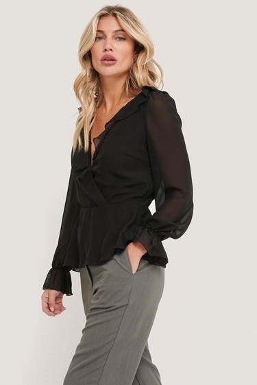 NA-KD Wrapped Ruffle Blouse, sort