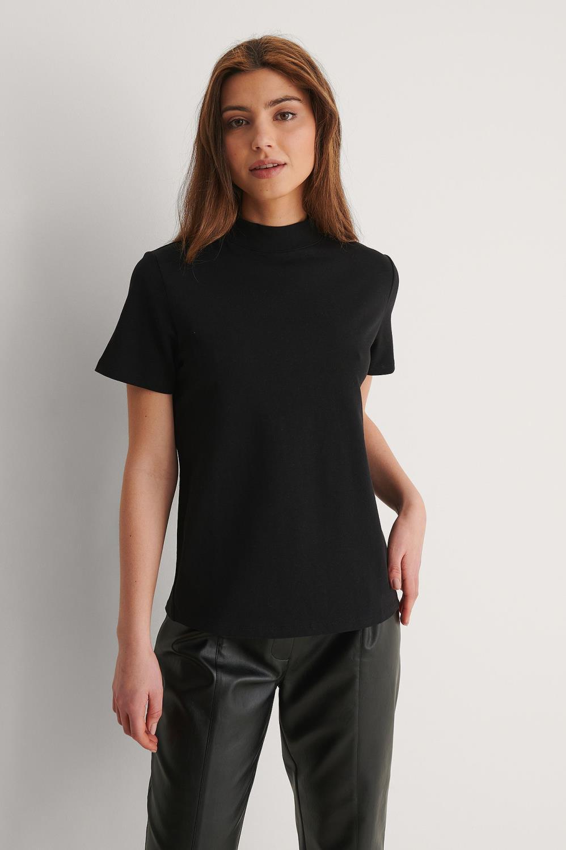 NA-KD high neck T-shirt, sort