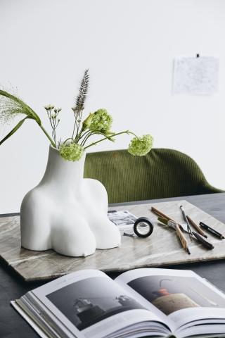 AVAJI upper body, vase, white