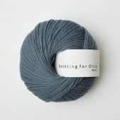 Knitting for Olive, Merino Støvet petroleumsblå
