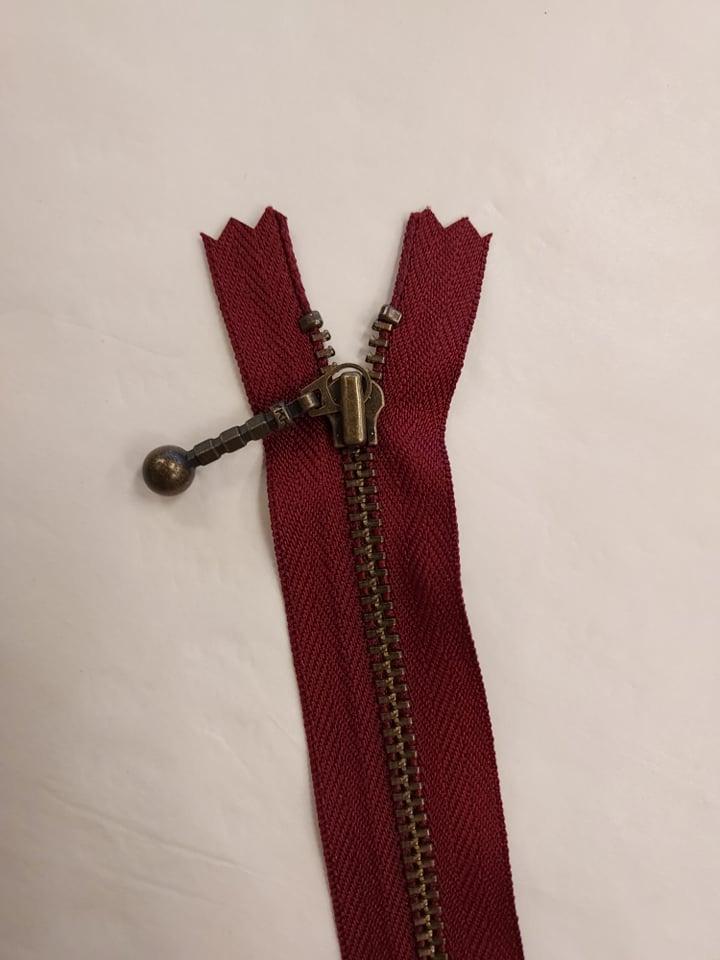 YKK 4 mm glidelås 20cm bordaux