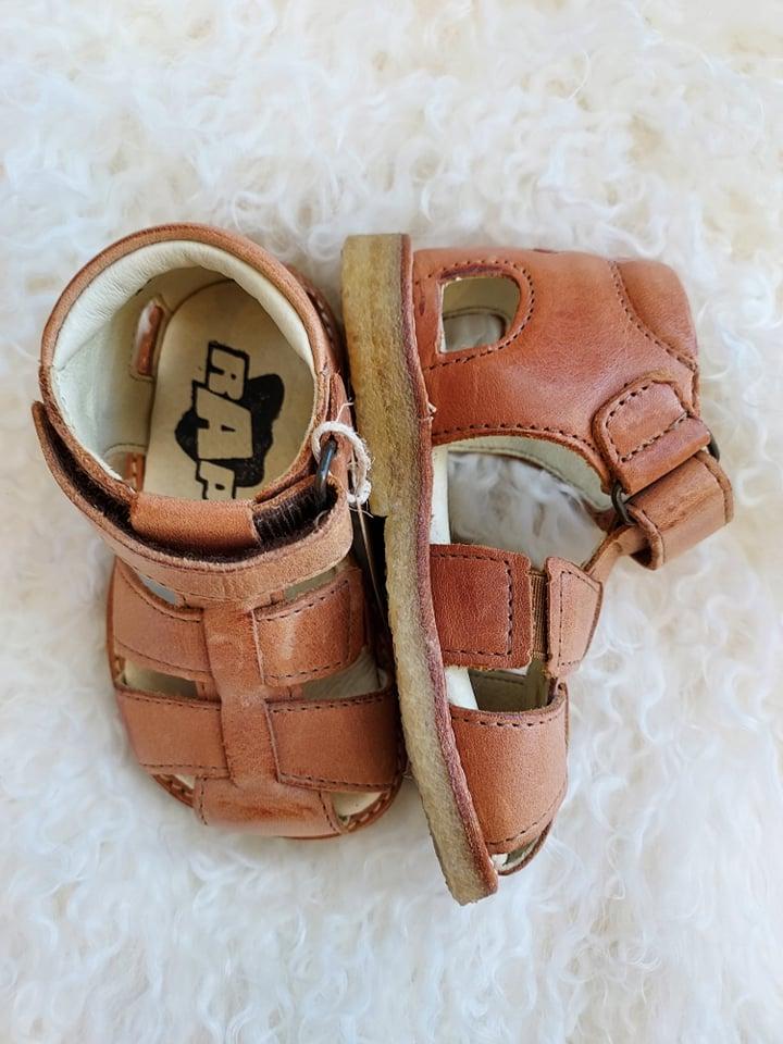 Sandal i skinn cognac, str19-24