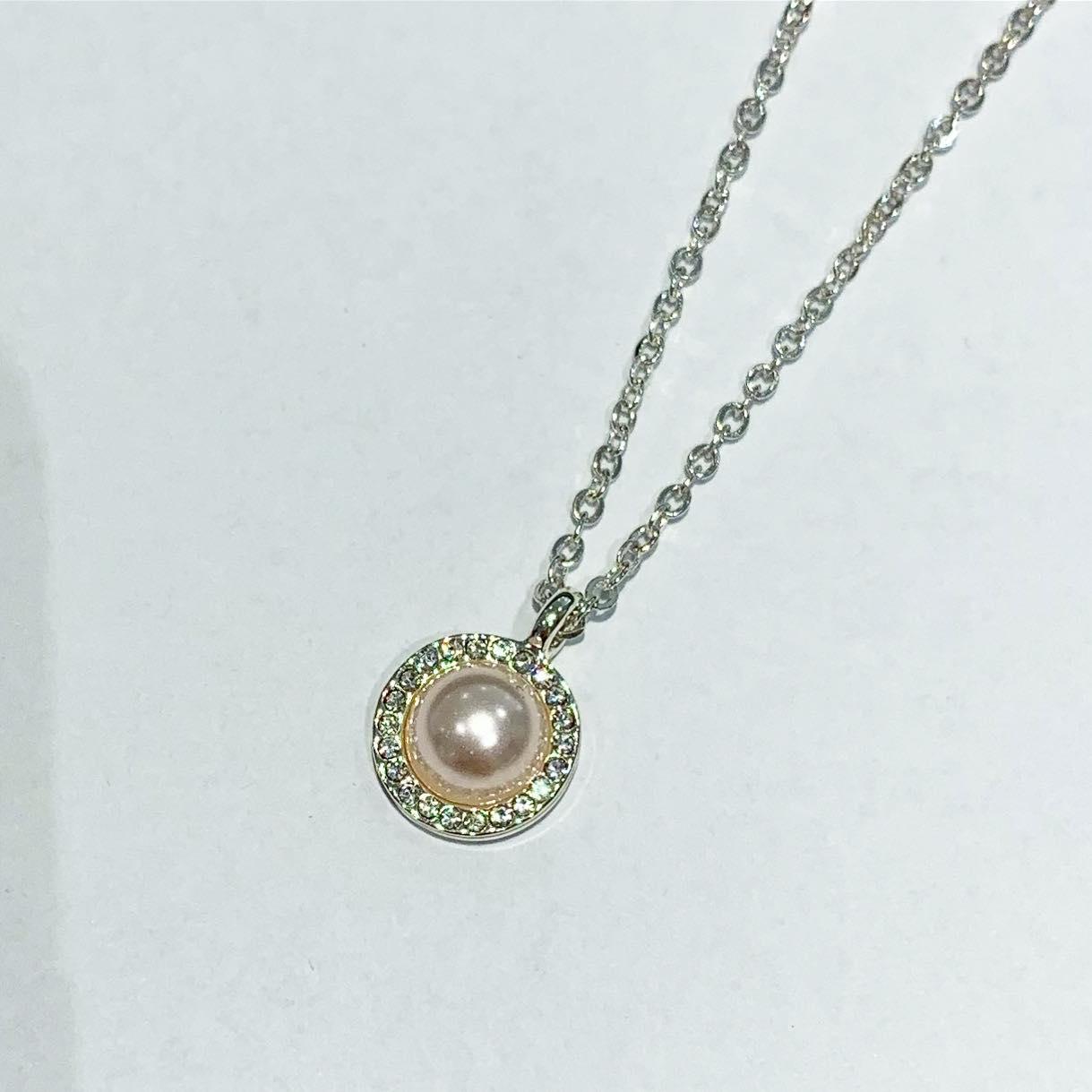 """Collier """"sølv"""" 42cm m/lys rosa perle m/stenkant rundt"""