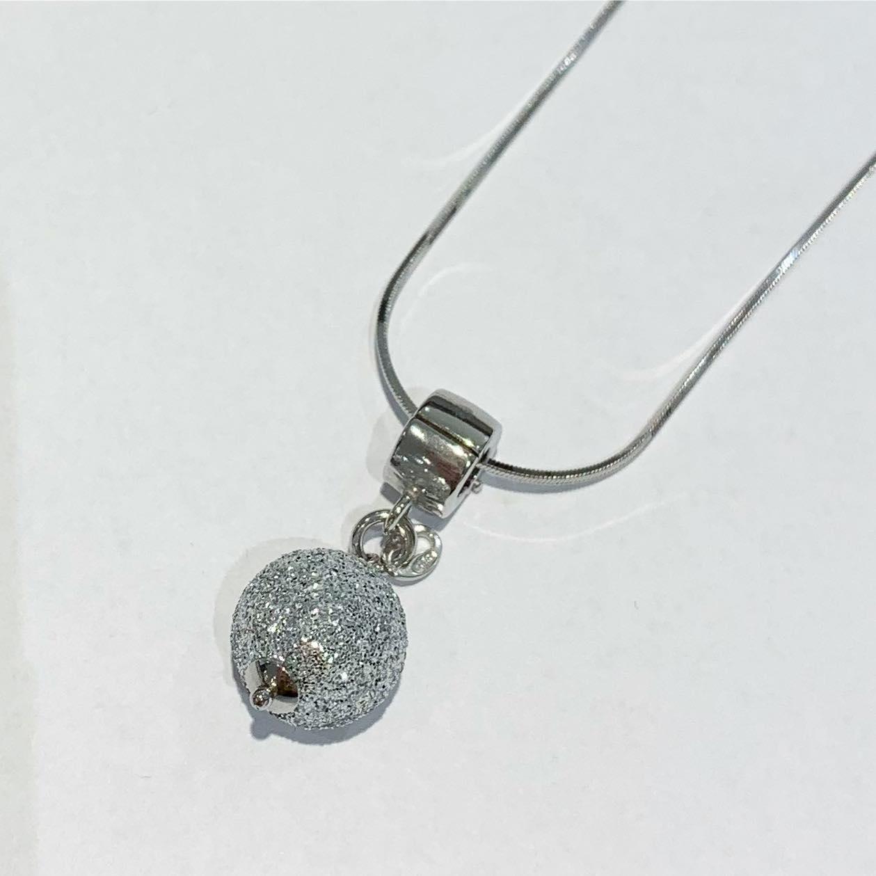 Anheng rh.sølv  klipshempe m/12mm sølv glitterkule
