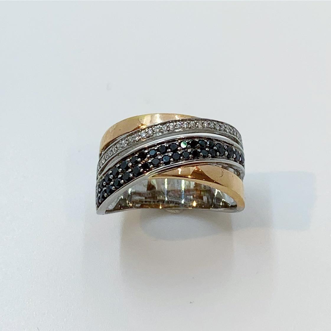 Ring hvitt/rosègull m/dia. 0,582ct WSI black & white 4r