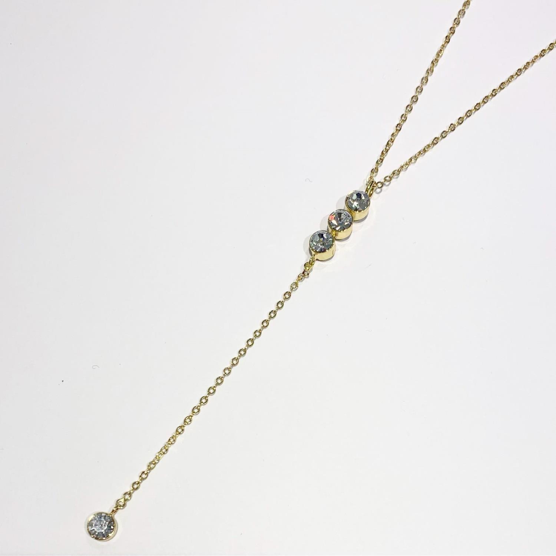 """Collier """"gull"""" Snø 42cm pendel m/3 blanke stener i fattekant, 1 blank sten i 8cm heng"""