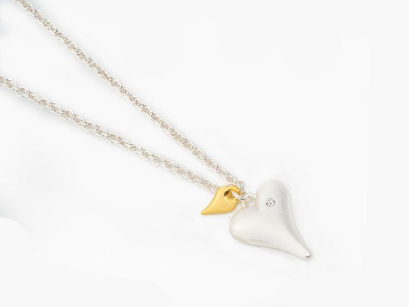 """Collier """"sølv"""" kort m/børstet hjerte +lite gullf. hjerte"""