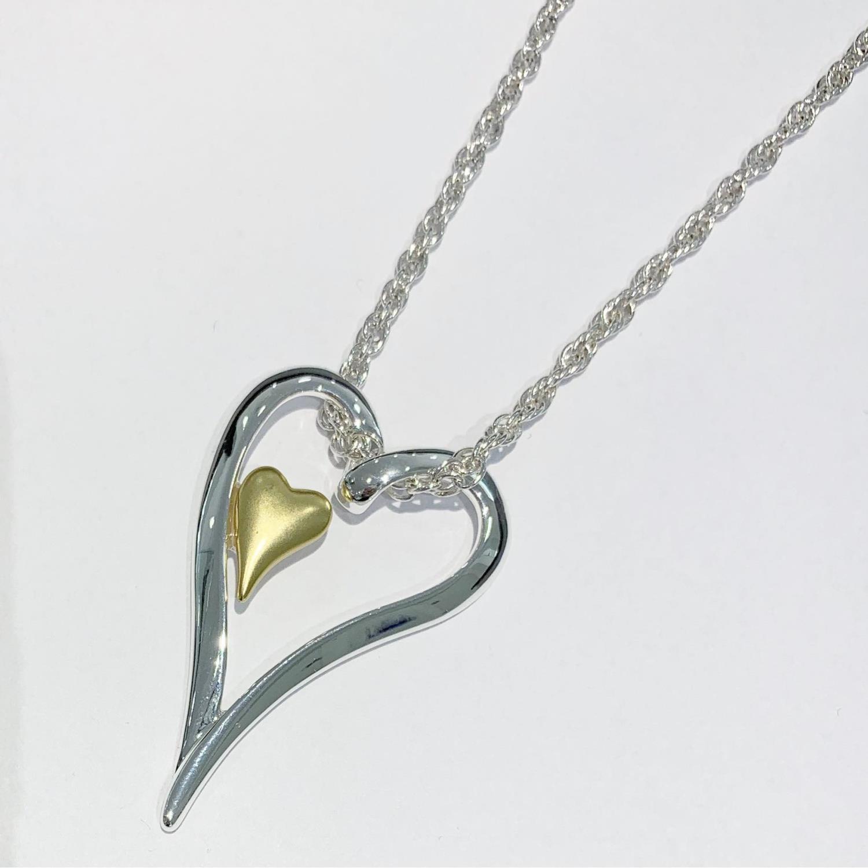 """Collier """"sølv"""" kort m/åpent hjerte m/lite """"gull""""hjerte inni"""