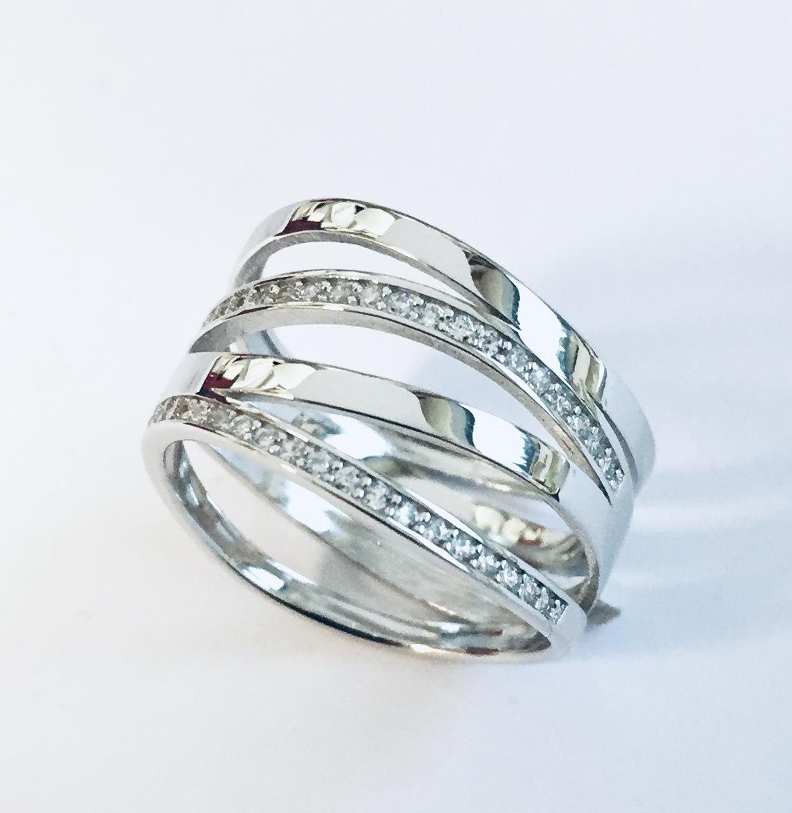 Ring rh.sølv 4R m/stener på 2 rader
