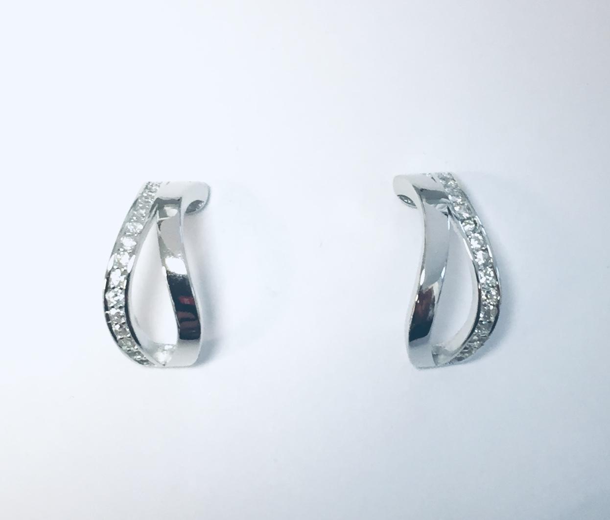 Ørering  rh.sølv 2R m/stener på ene raden