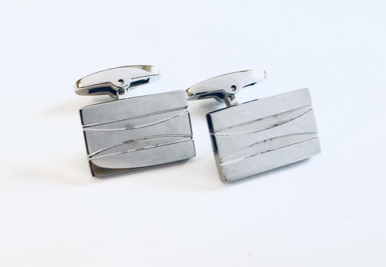 Mansjettknapper stål rektangulær m/buede striper