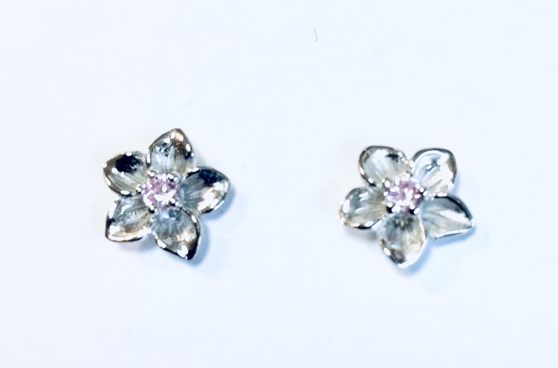 Ørepynt rh.sølv blomst m/lys rosa sten
