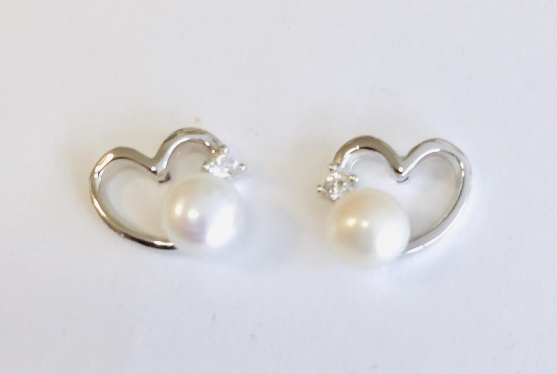 Ørepynt rh.sølv hjerte m/perle+zircon
