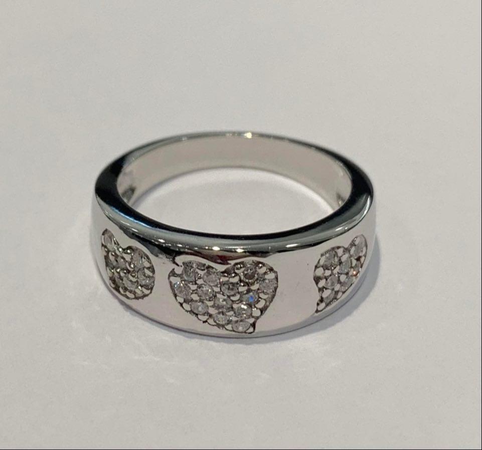 Ring rh.sølv m/stener i 3 hjerter