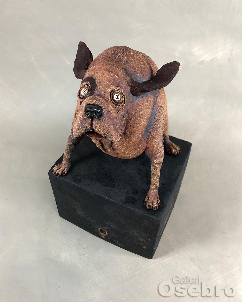 Skaug, Ole Martin - Liten hund på sokkel C