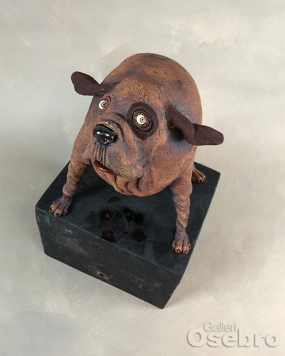 Skaug, Ole Martin - Liten hund på sokkel D