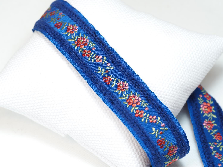 blått roseband med fløyelskant