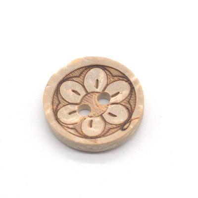Kokosnøtt knapp med blomstermotiv