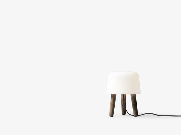 &Tradition Milk Table lamp NA1 - Smoked Oiled Ash / Sort ledning
