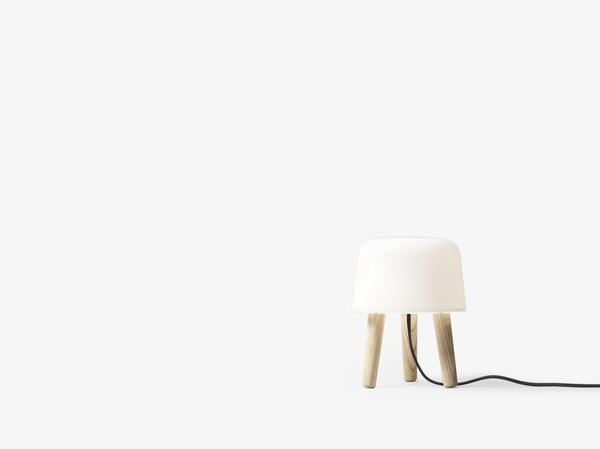 &Tradition Milk Table lamp NA1 - Untreated Ash / Hvit ledning