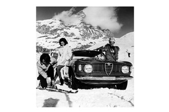 Glass picture Alfa Romeo winter girls and ski