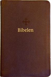 Bibel 2011, mellomstor utgave i mørk brunt skinn