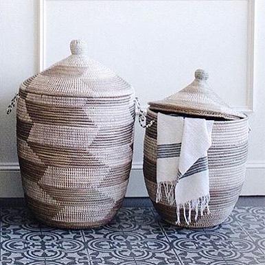Kumbakurv, hvit/sølv mønster, liten