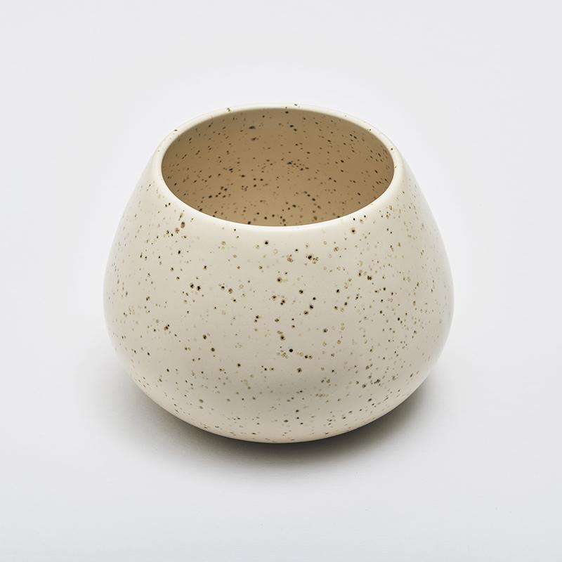 LAND lav vase, eggshell