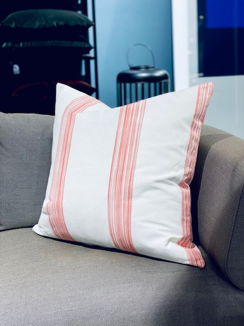 Vicens - pute 60*60, hvit med rosa striper