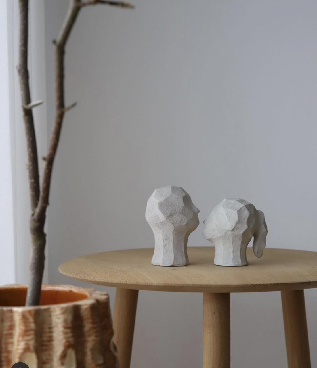 Cooee Sculpture Benedict&Amal Limestone