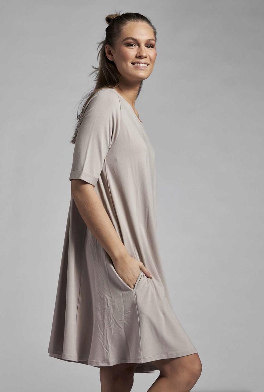 Ajlajk kjole med lommer - beige
