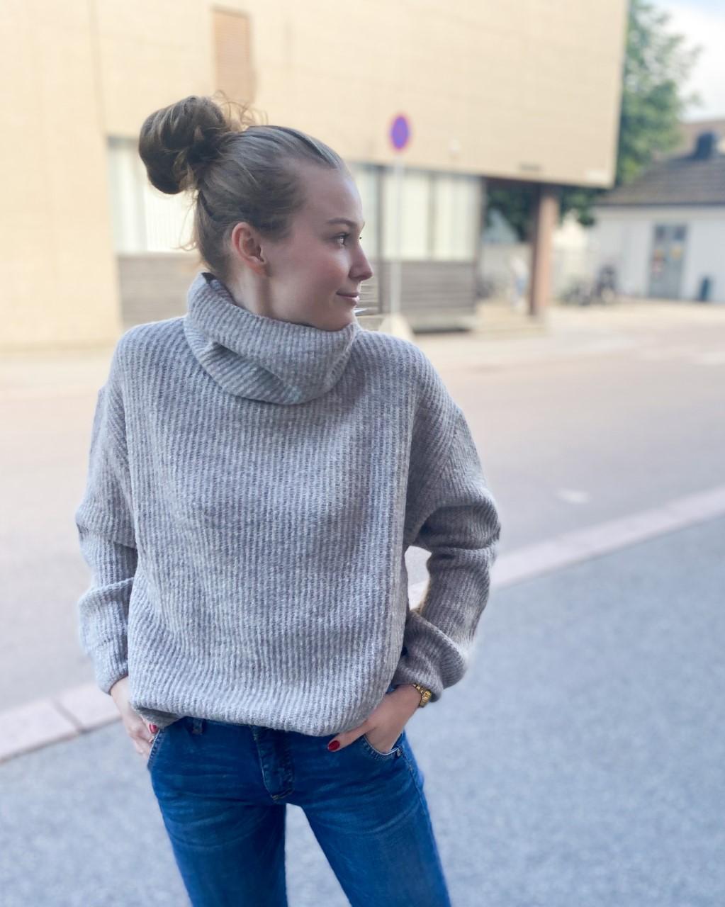 Darling roll neck knit