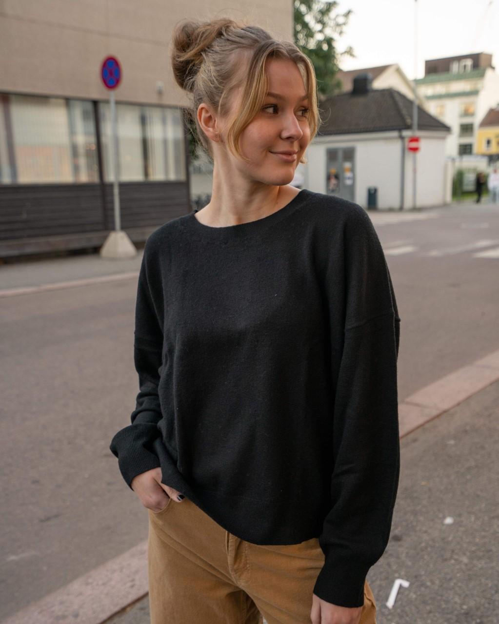 Thea Black Line Of Oslo